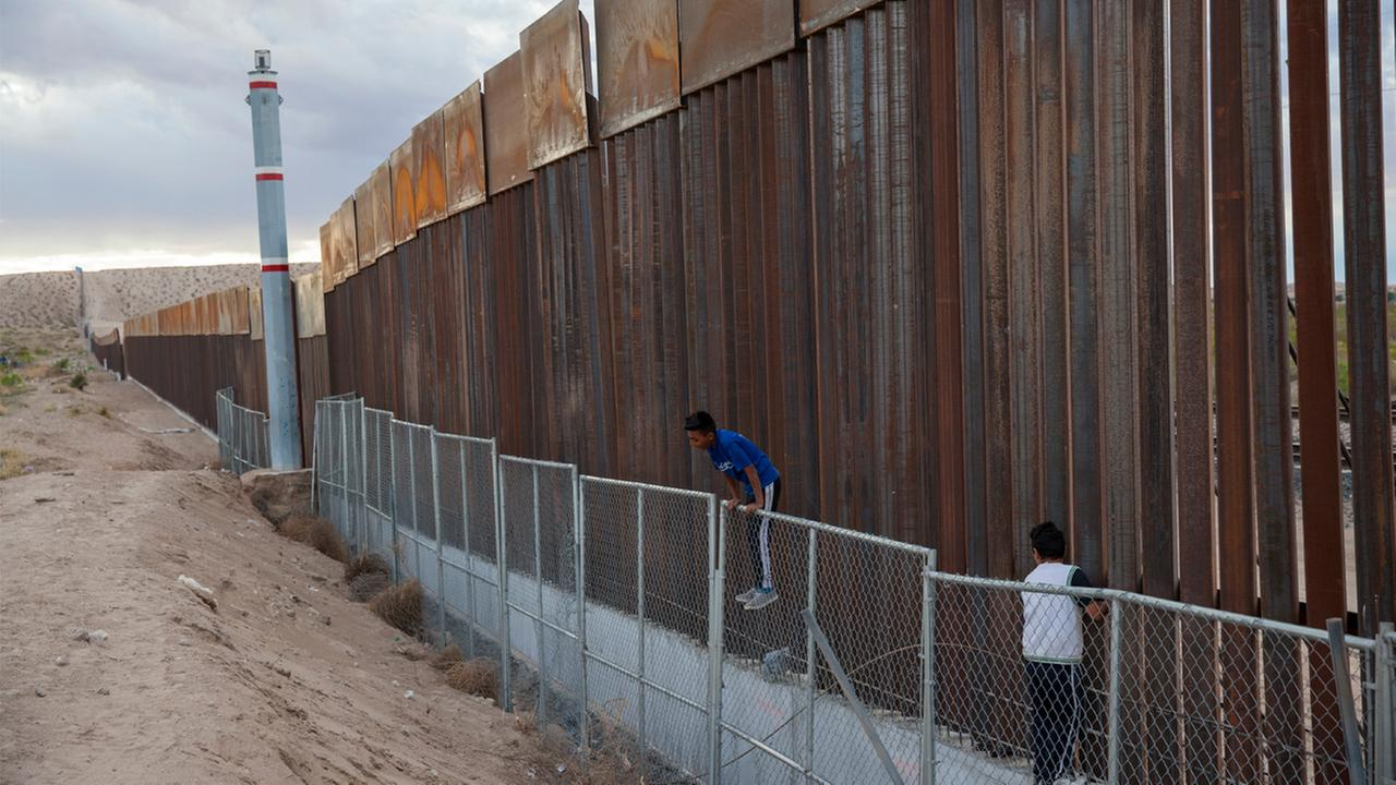Border wall contractors brace for hostile site