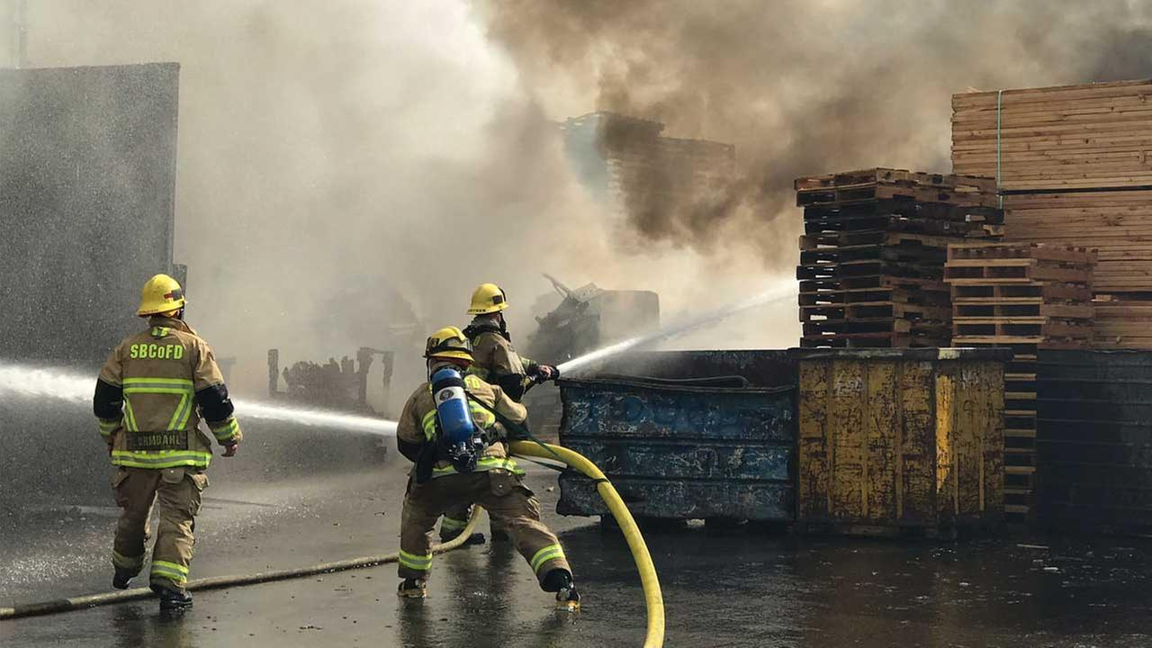 Fire erupts at Fontana pallet yard; 1 injury reported