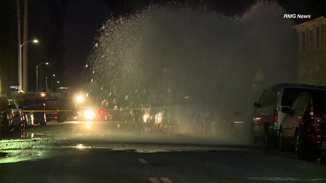 Ruptured water main creates massive geyser, damages vehicles in Mid-City