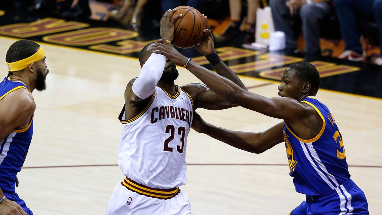 NBA Finals, Game 3: Warriors 118, Cavaliers 113 (final)