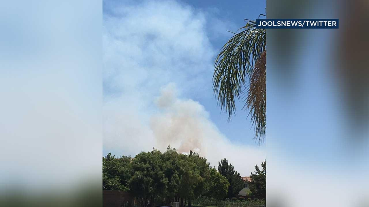 50-acre grass fire burning on Banning Bench