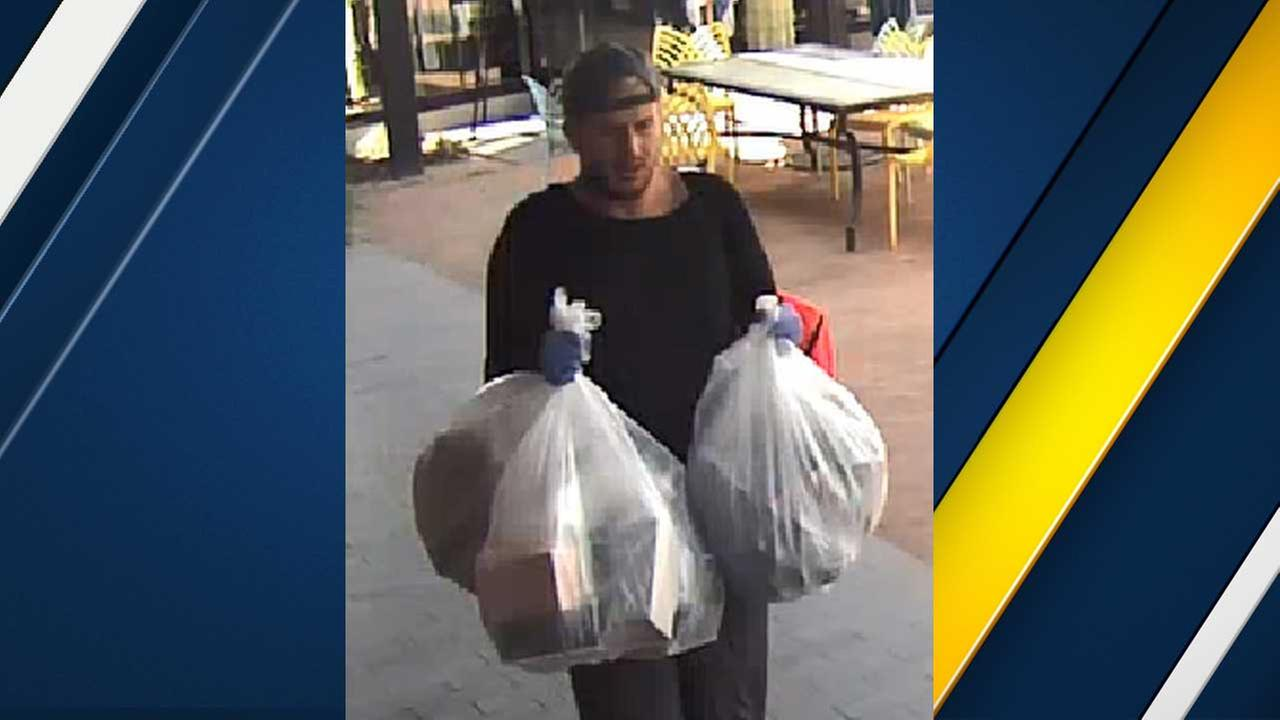 'Ocean's Eleven Bandit' swipes $10K in goods from Canoga Park store