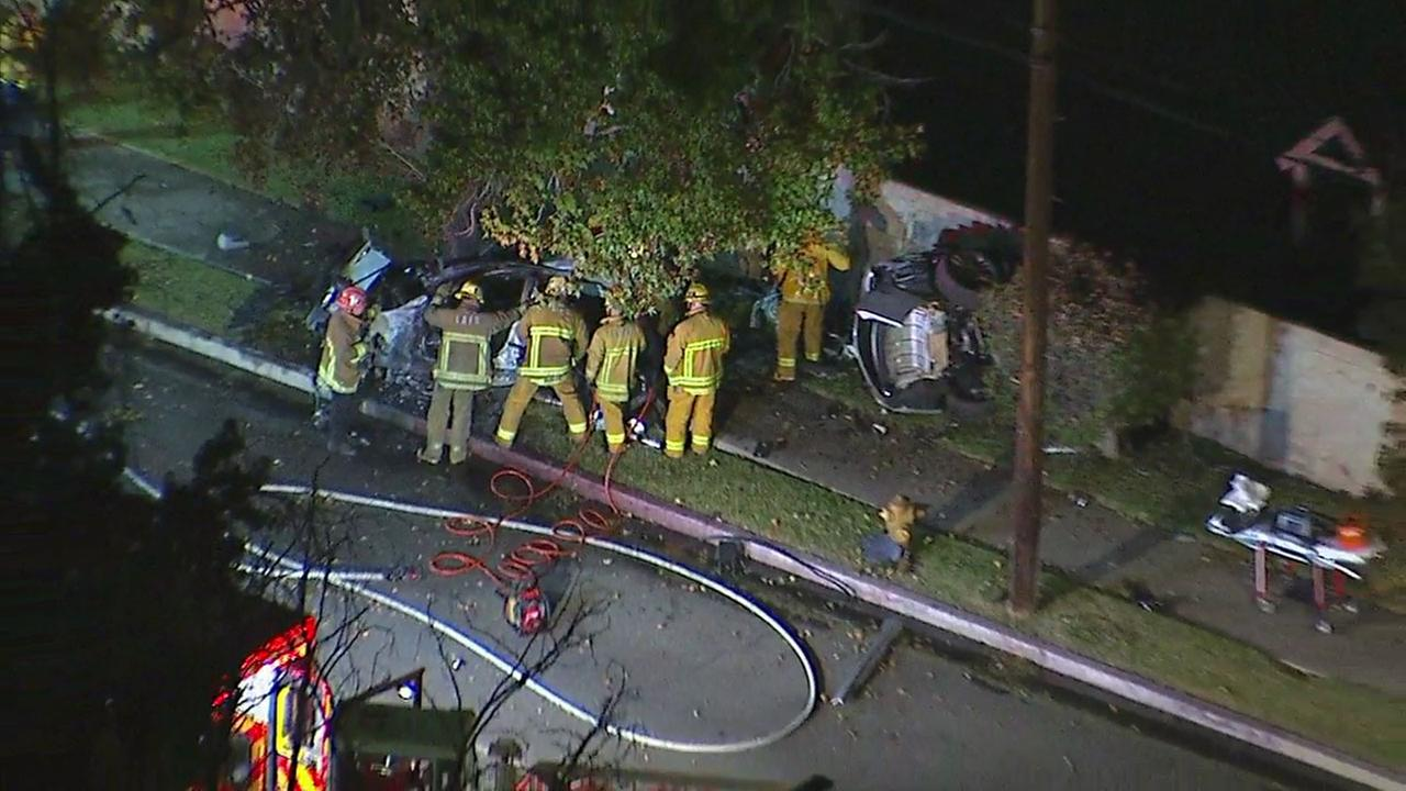 4 killed in Northridge single-car crash