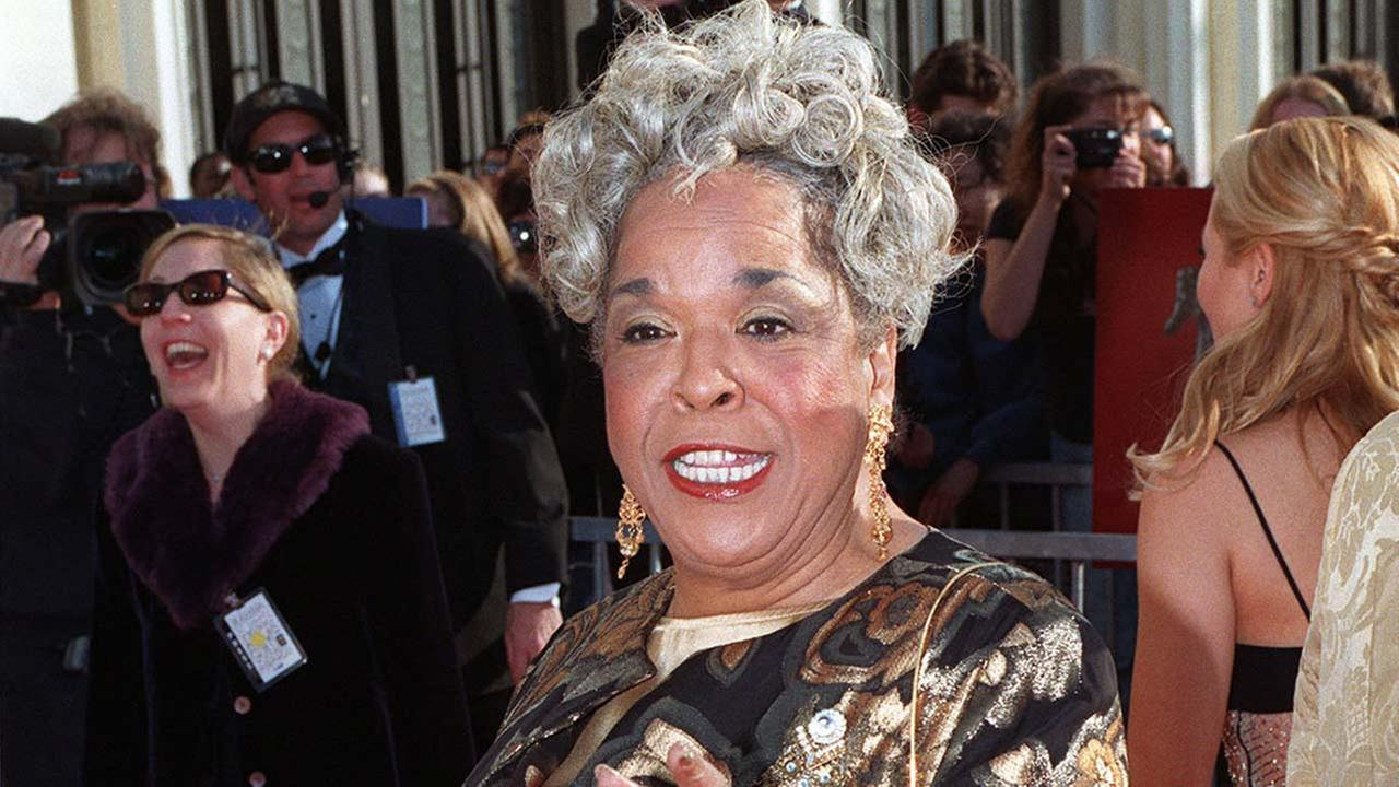 Actress Della Reese arrives for the Screen Actors Guild Awards, Sunday, March 8, 1998, in Los Angeles.