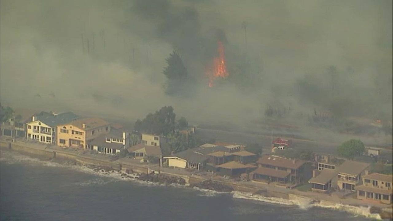 'Flames from the Thomas Fire were threatening oceanfront homes in Faria Beach on Thursday, Dec. 7, 2017.' from the web at 'http://cdn.abclocal.go.com/content/kabc/images/cms/2754388_1280x720.jpg'