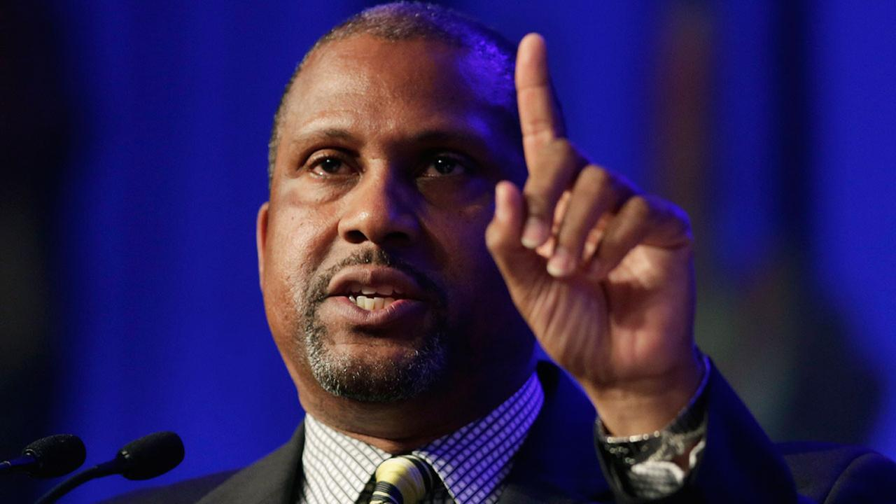 Author and talk show host Tavis Smiley, pictured speaking at a New York book expo on May 29, 2014.
