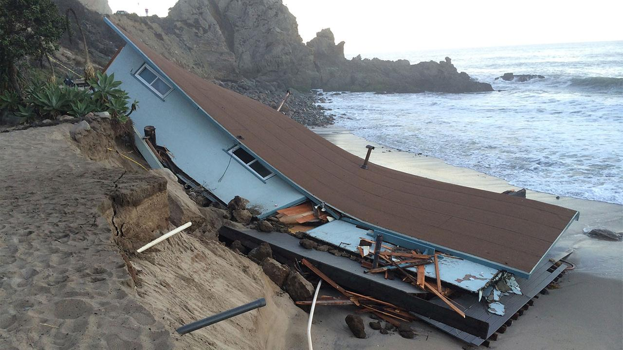 A State Parks administrative lifeguard building collapsed into the ocean at Point Mugu State Park on Wednesday, Aug. 27, 2014.