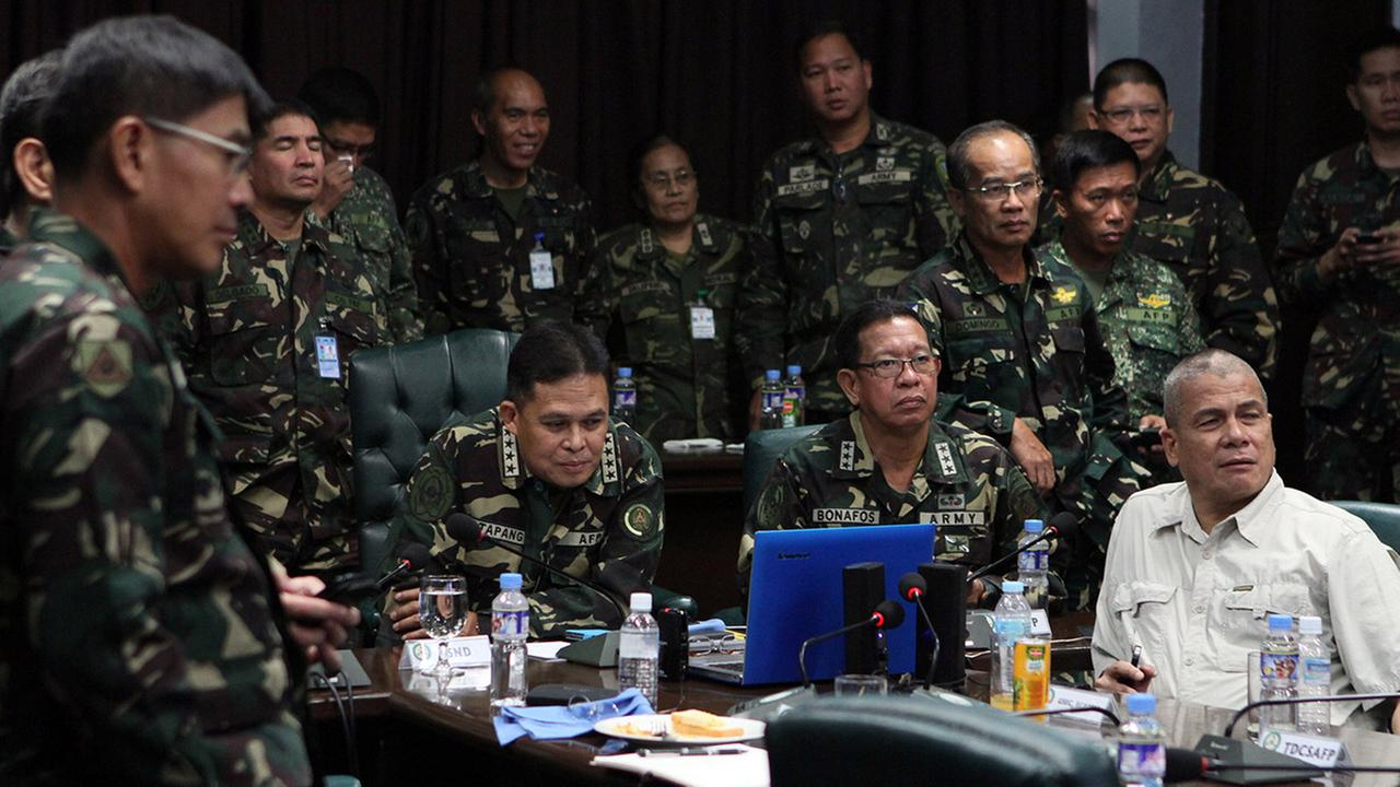 Military Chief General Gregorio Pio Catapang Jr., left seated, conducts an online video conference with a Golan Heights commander in Quezon city, Philippines on Aug. 30, 2014.