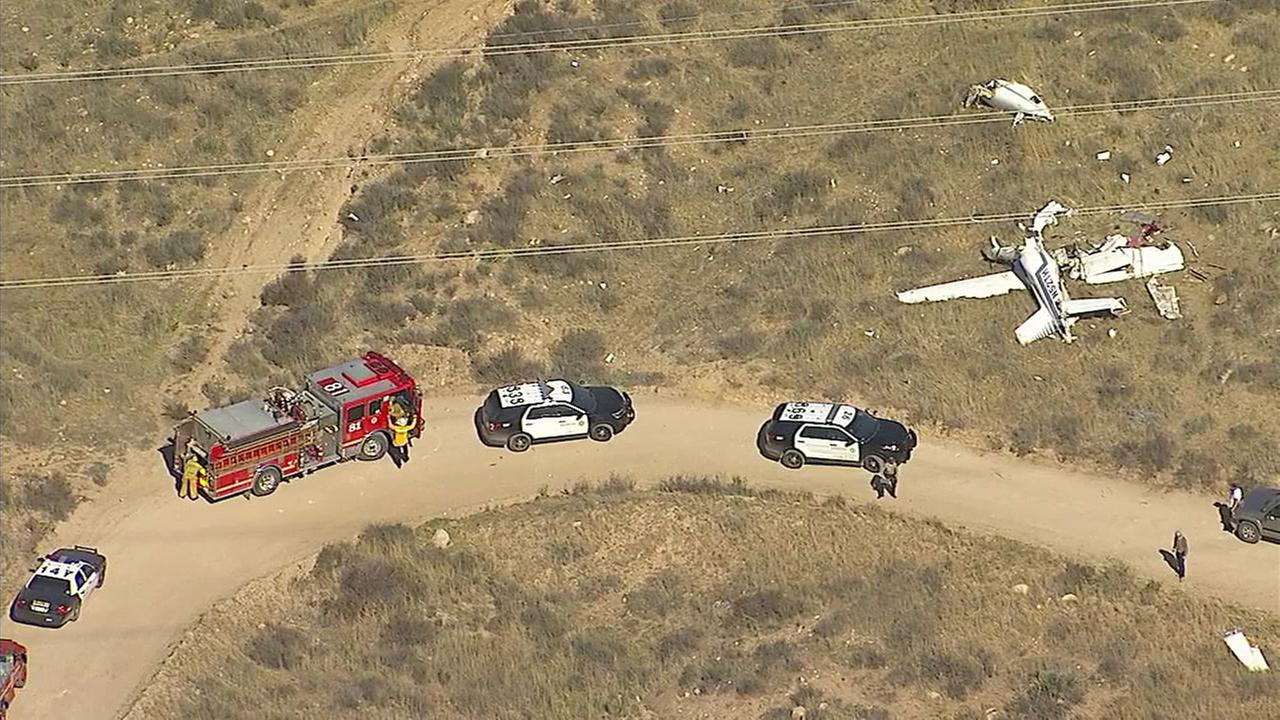 Four people killed when small plane crashes in Agua Dulce