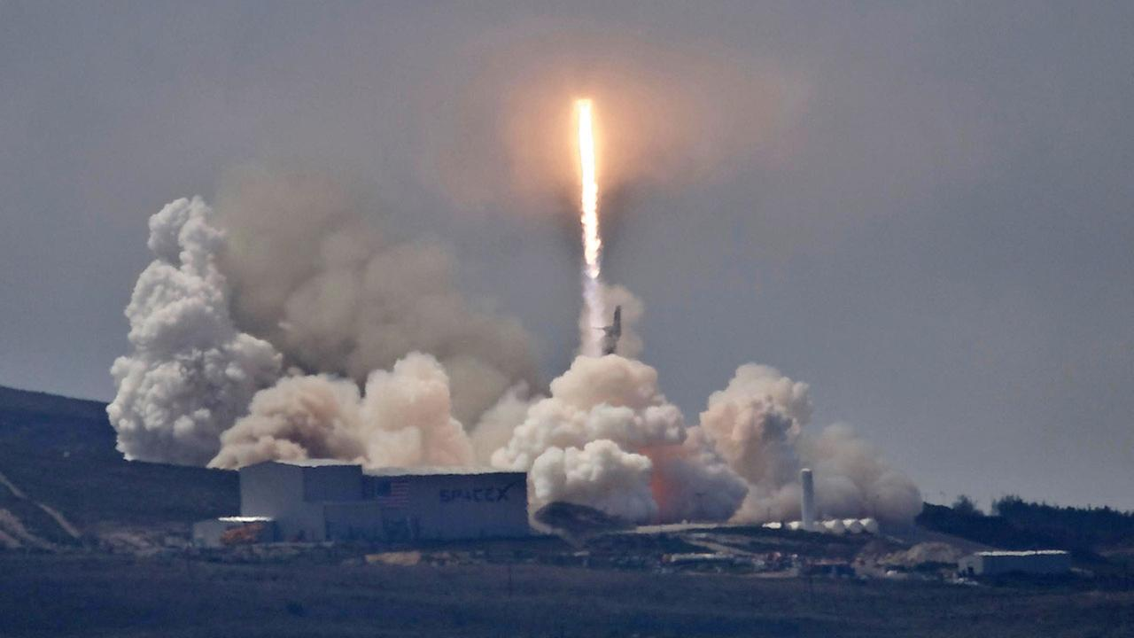 SpaceX's broadband satellites to beam down 'Hello Earth' from orbit