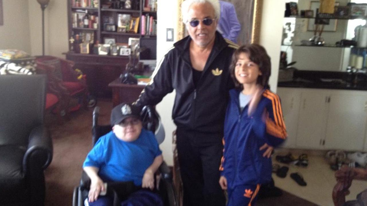 Eric Lynch, left, died at the age of 39 on Saturday, Sept. 20, 2014. Lynch was a regular on Howard Sterns radio show on SiriumXM and had a reputation for yelling at the host. <span class=meta>(Twitter.com&#47;JOHNNYFRATTO)</span>