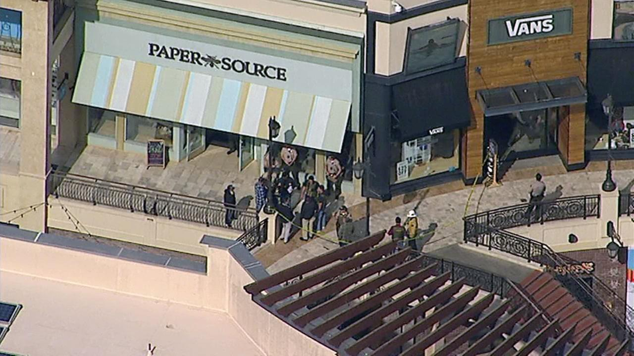 1 dead, 1 hurt in shooting at California mall