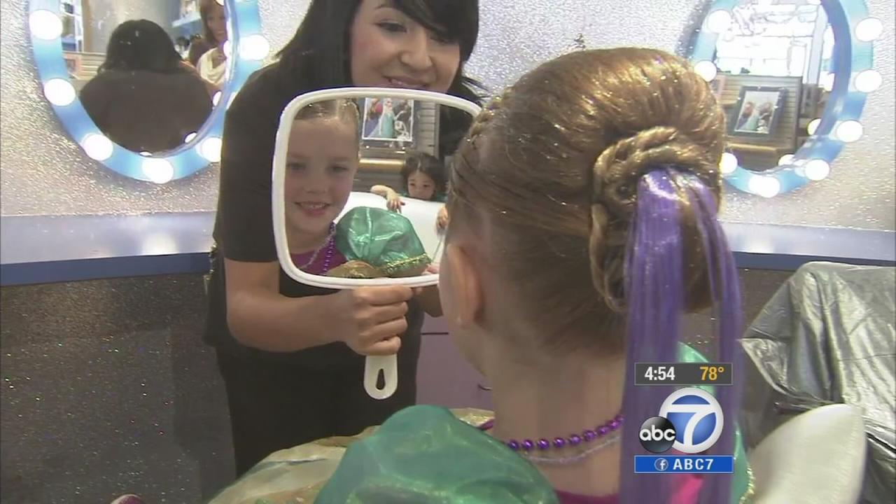 A first-of-its-kind boutique not only features Frozen merchandise, it boasts a salon that transforms kids into characters from the movie.