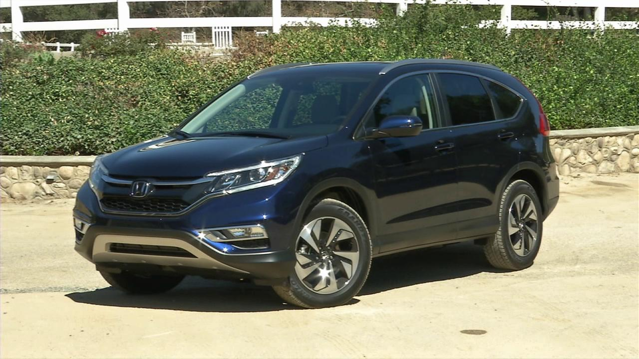 Honda Motor Co. updated the technology and exterior for the 2015 CRV model pictured above.