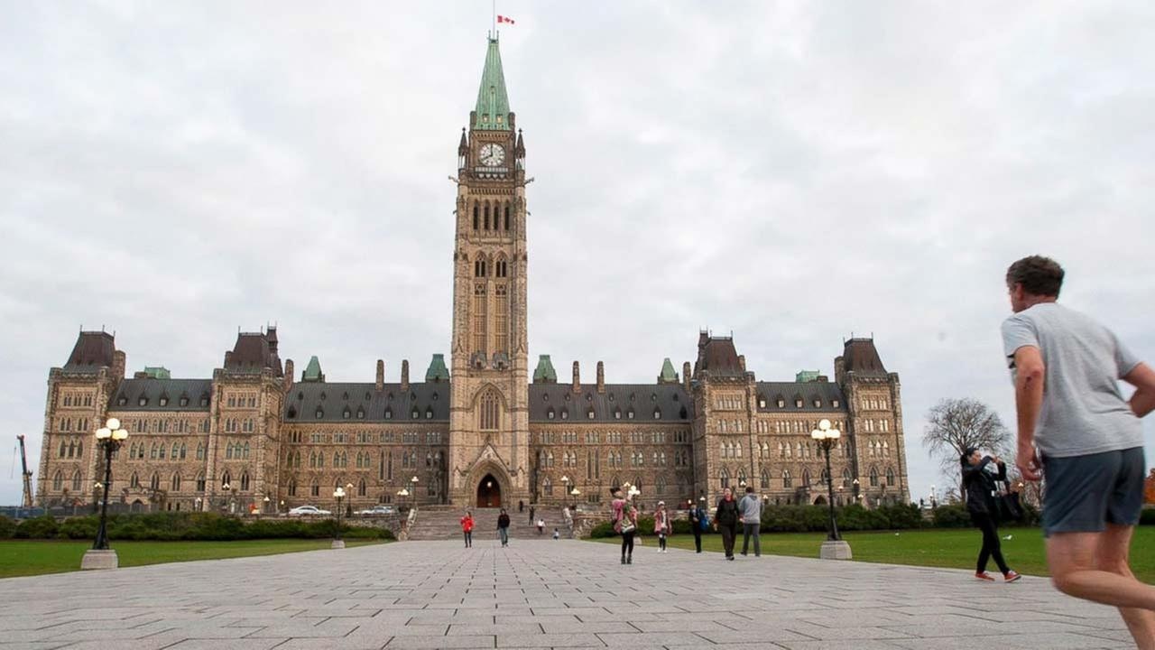 A runner makes his way towards Centre Block on Parliament Hill in Ottawa, Ontario, Saturday, Oct. 25, 2014.