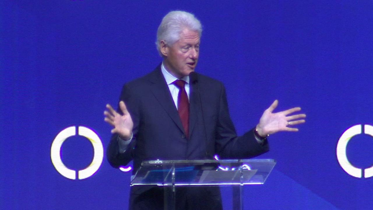 Former President Bill Clinton delivers a keynote speech about financial literacy at the USC Galen Center on Sunday, Nov. 9, 2014.