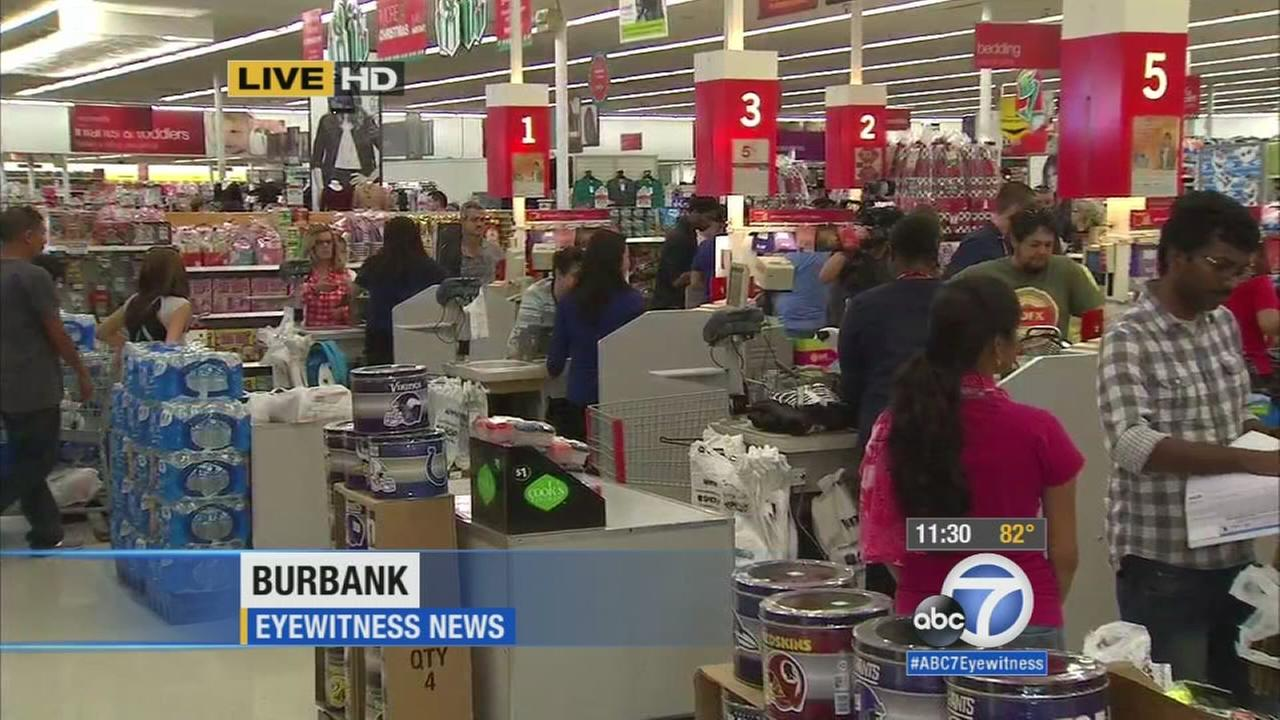 With deals beckoning, eager bargain hunters hit the stores early on Thanksgiving.