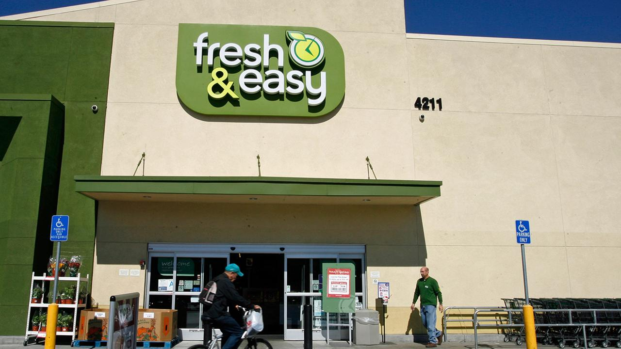 Customers shop at the Fresh and Easy Neighborhood Market in the Eagle Rock section of Los Angeles on Tuesday, Oct. 14, 2008.