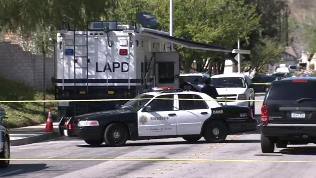 Los Angeles County sheriffs deputies investigate a shooting involving an off-duty Los Angeles police officer on Sunday, March 29, 2015.