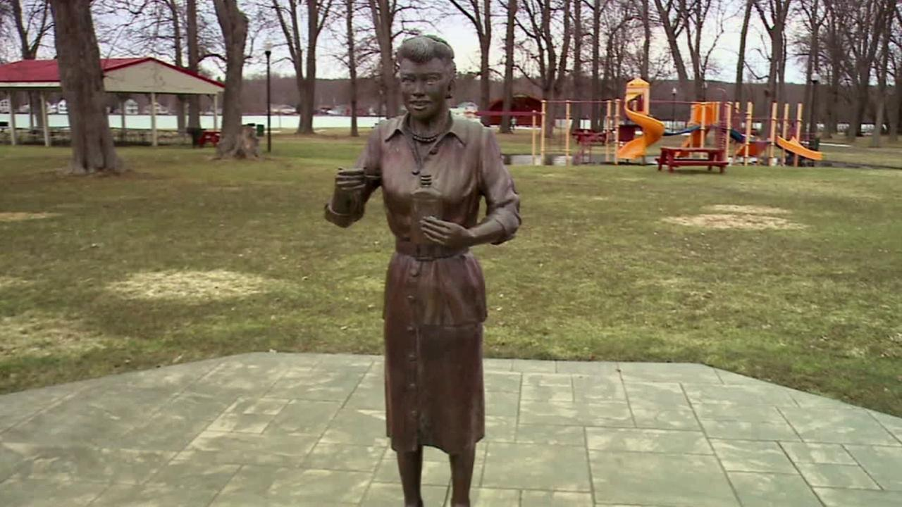 Statue of lucille ball that drew worldwide attention as