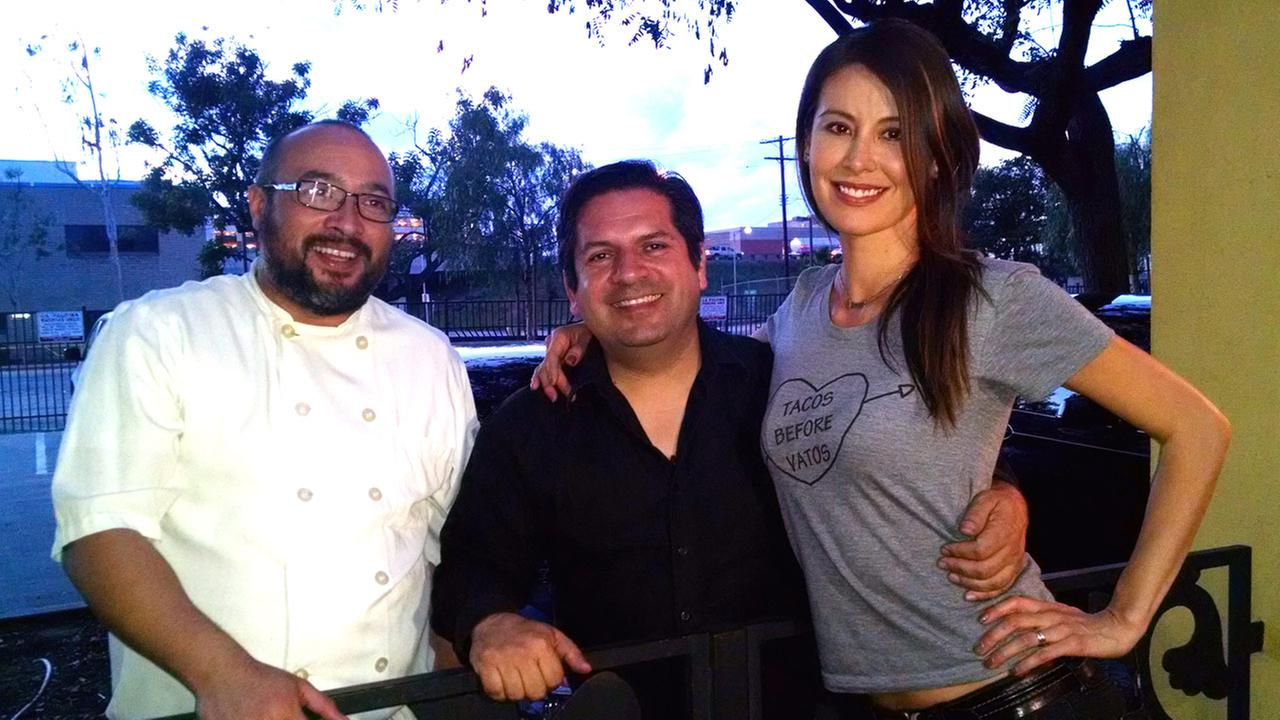 Vista L.A.s Patricia Lopez with Tacolandia founder Bill Esparza (center) and Gilberto Cetina Jr., chef at Chichen Itza Restaurant in South Los Angeles.