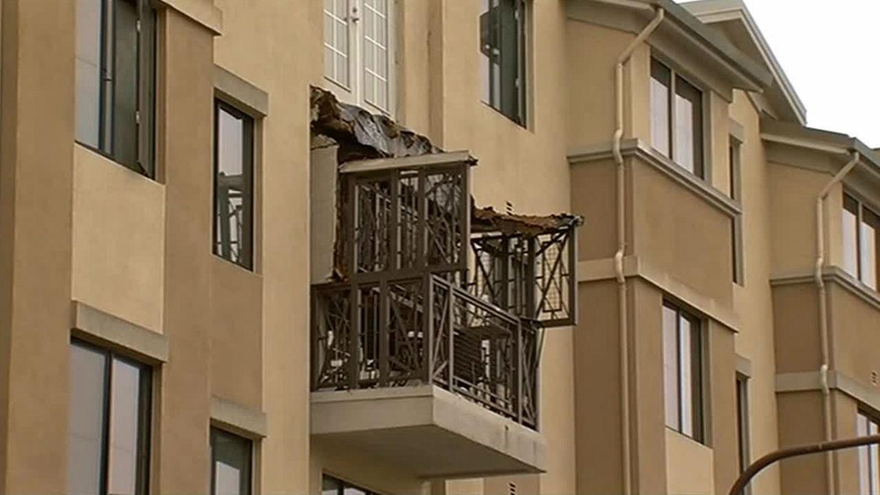 Berkeley apartment balcony collapse kills at least 6 people ...