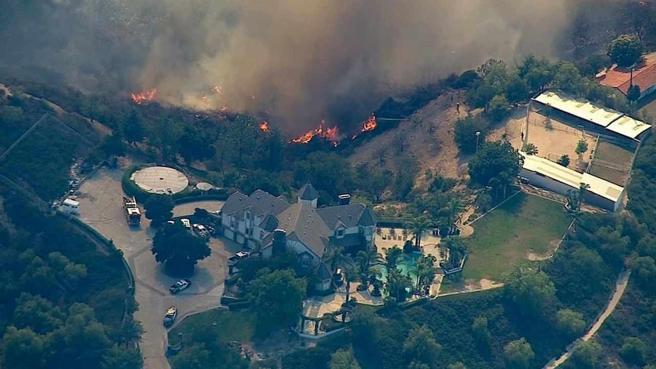 Photos Crews Battle Calgrove Fire Burning In Southern