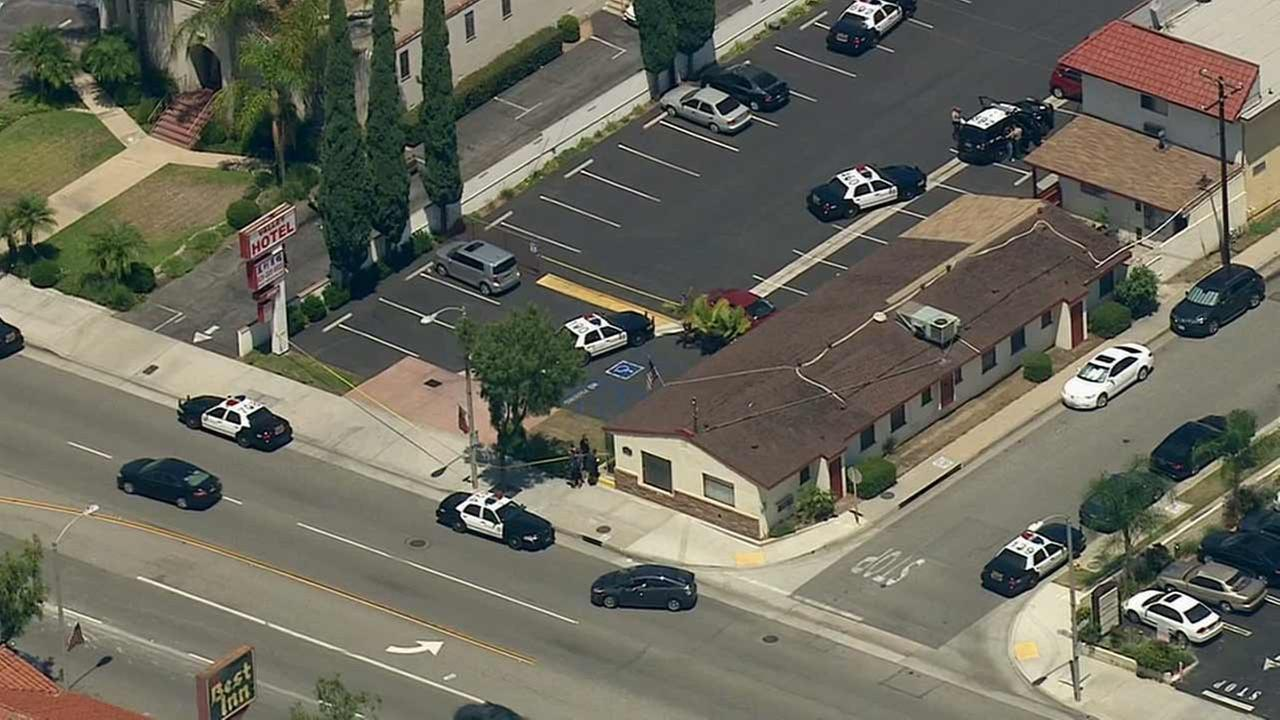 Los Angeles County sheriffs deputies investigate a fatal shooting at a hotel in the 8700 block of Valley Boulevard in Rosemead Monday, July 27, 2015.