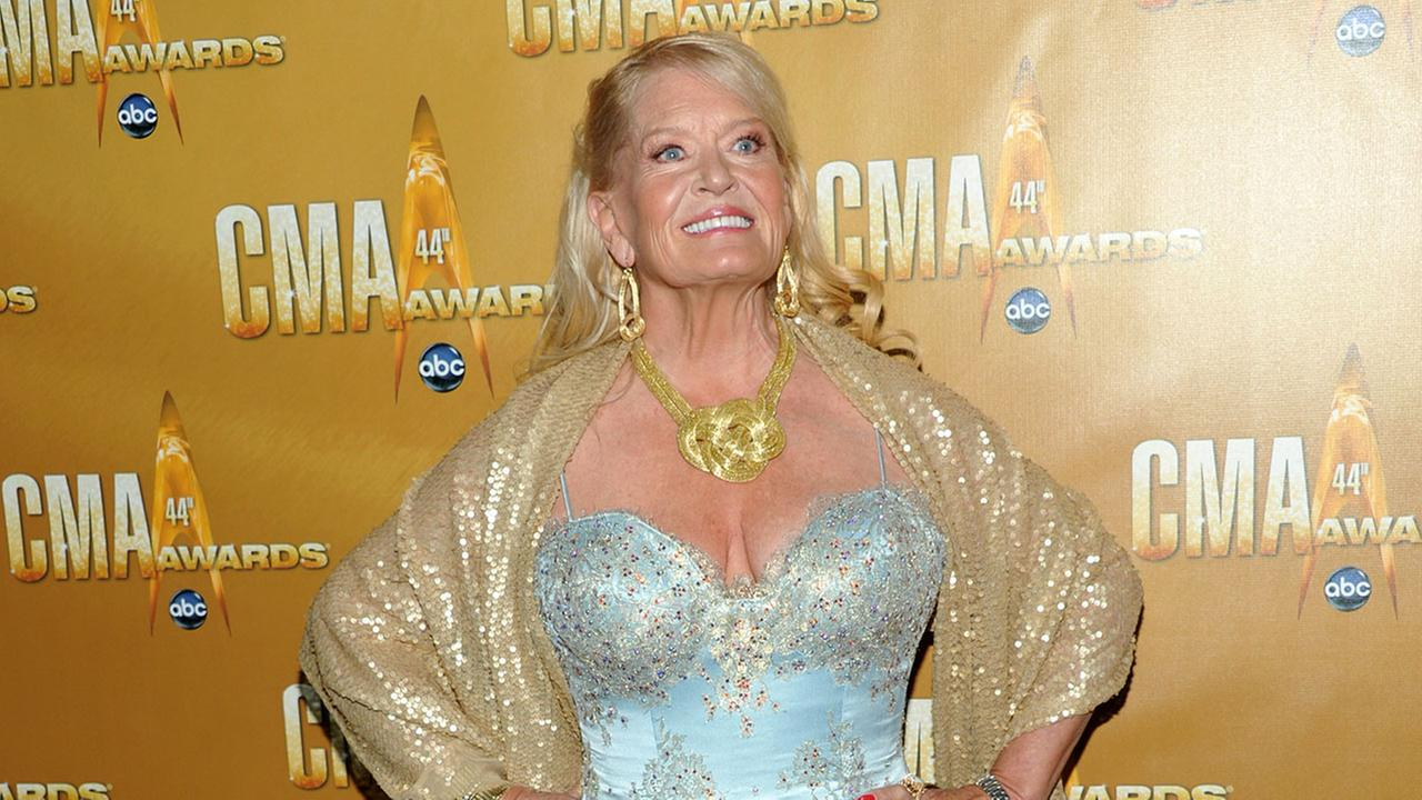 Lynn Anderson attends the 44th Annual Country Music Awards in Nashville, Tenn. on Wednesday, Nov. 10, 2010.