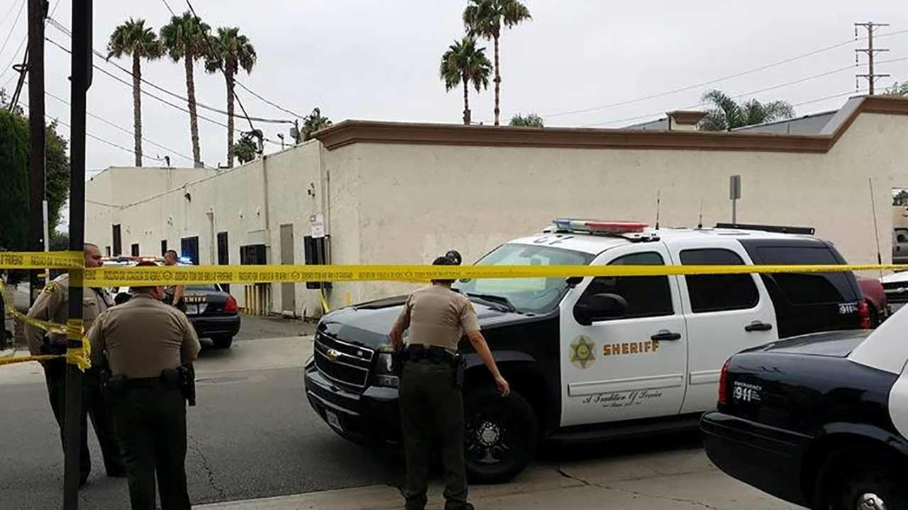 Los Angeles County sheriffs deputies investigate a homicide in the 12200 block of E. 224th Street in Hawaiian Gardens Sunday, Aug. 2, 2015.