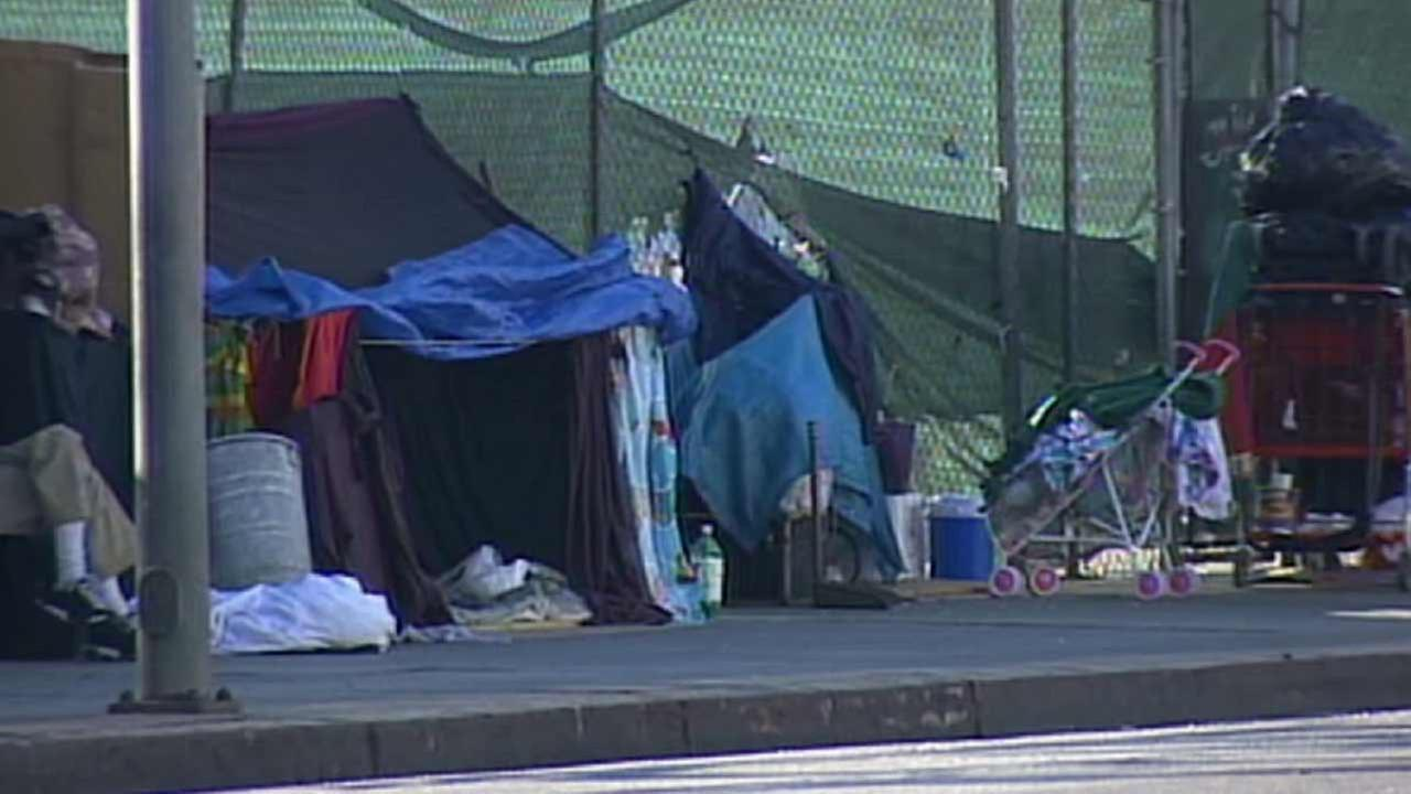Sens. Dianne Feinstein and Barbara Boxer, in conjunction with Rep. Ted Lieu, called Thursday for legislation that would facilitate housing for homeless veterans on the West Los Angeles Veterans Affairs campus.