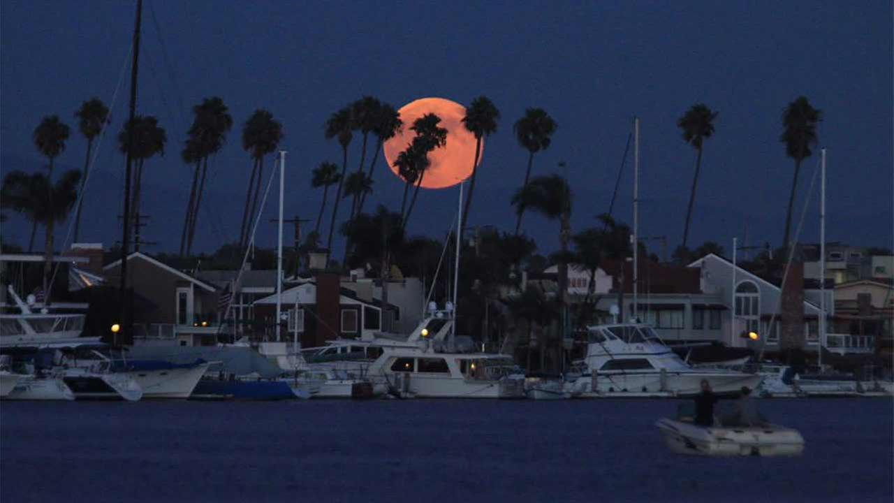 ABC7 viewer Greg Sabo shared this picture with us via Twitter of the supermoon over the Naples neighborhood in Long Beach, Calif. on Saturday, Aug. 29, 2015.