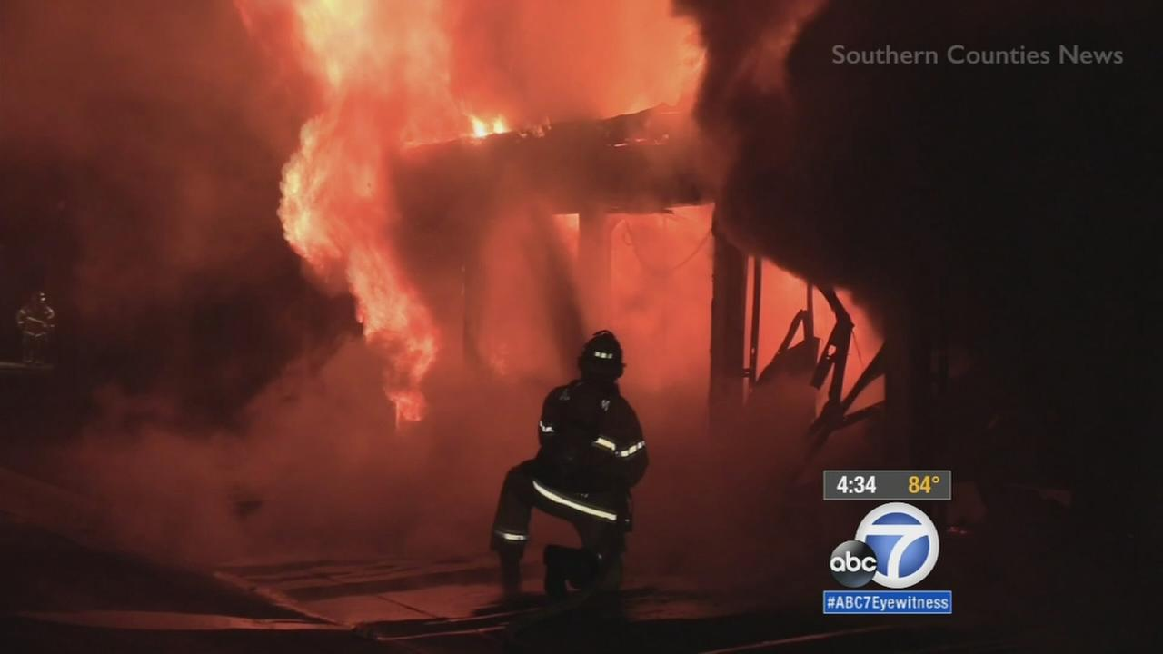 Anaheim fire damages several apartment garages, cars