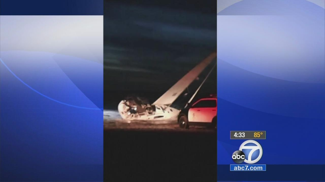 2 rescued after sailboat runs aground near Venice Pier