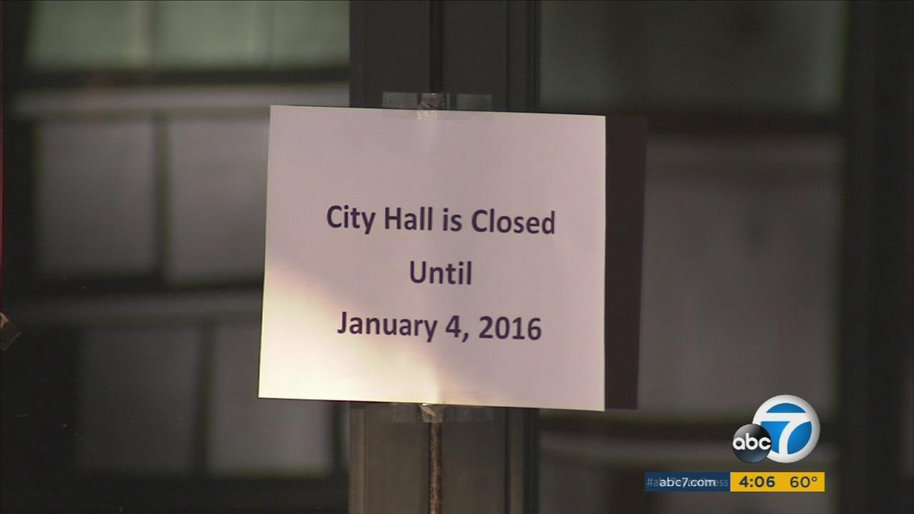 A closed sign at San Bernardino City Hall following a 4.4 quake near Devore on Tuesday, Dec. 29, 2015.