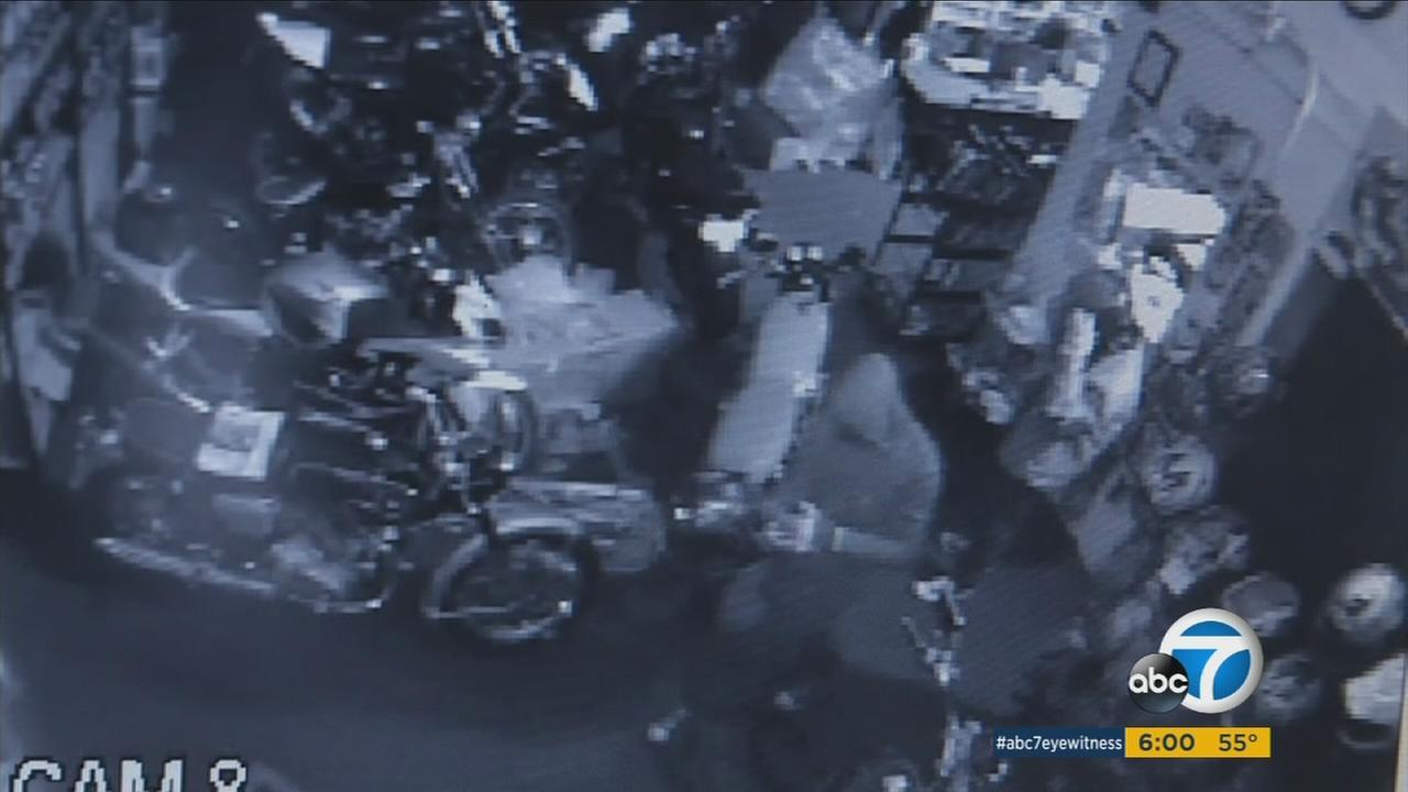 Two thieves in Costa Mesa botched a heist when they couldnt start up a stolen motorcycle.