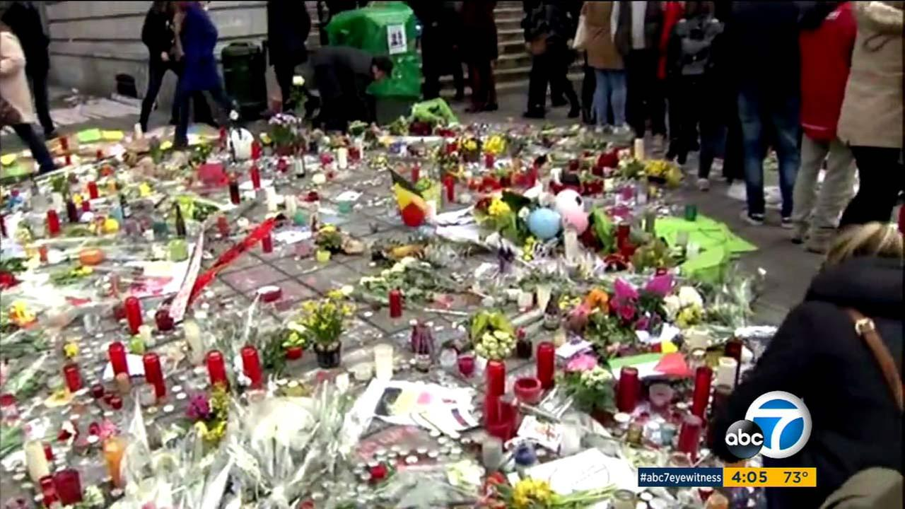 Memorials have been set up to victims of the Brussels bombing attacks.