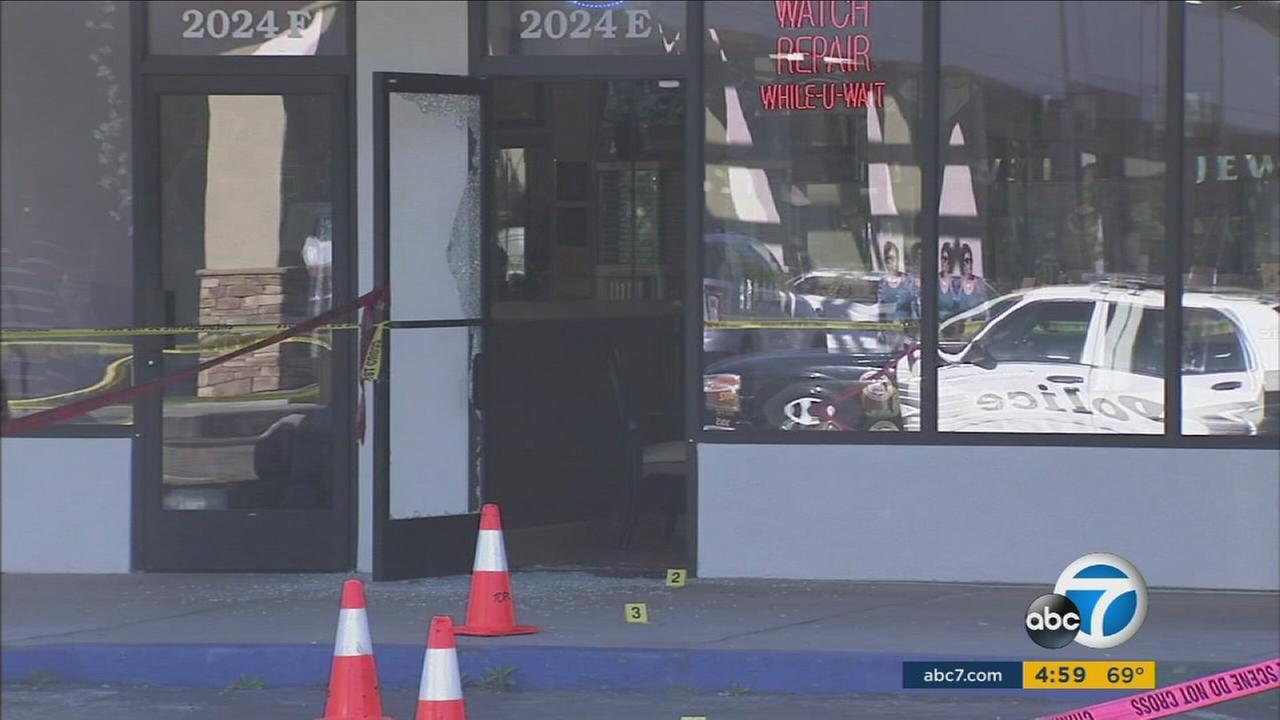 The owner of a Thousand Oaks jewelry store exchanged gunfire with a man who attempted to rob him.