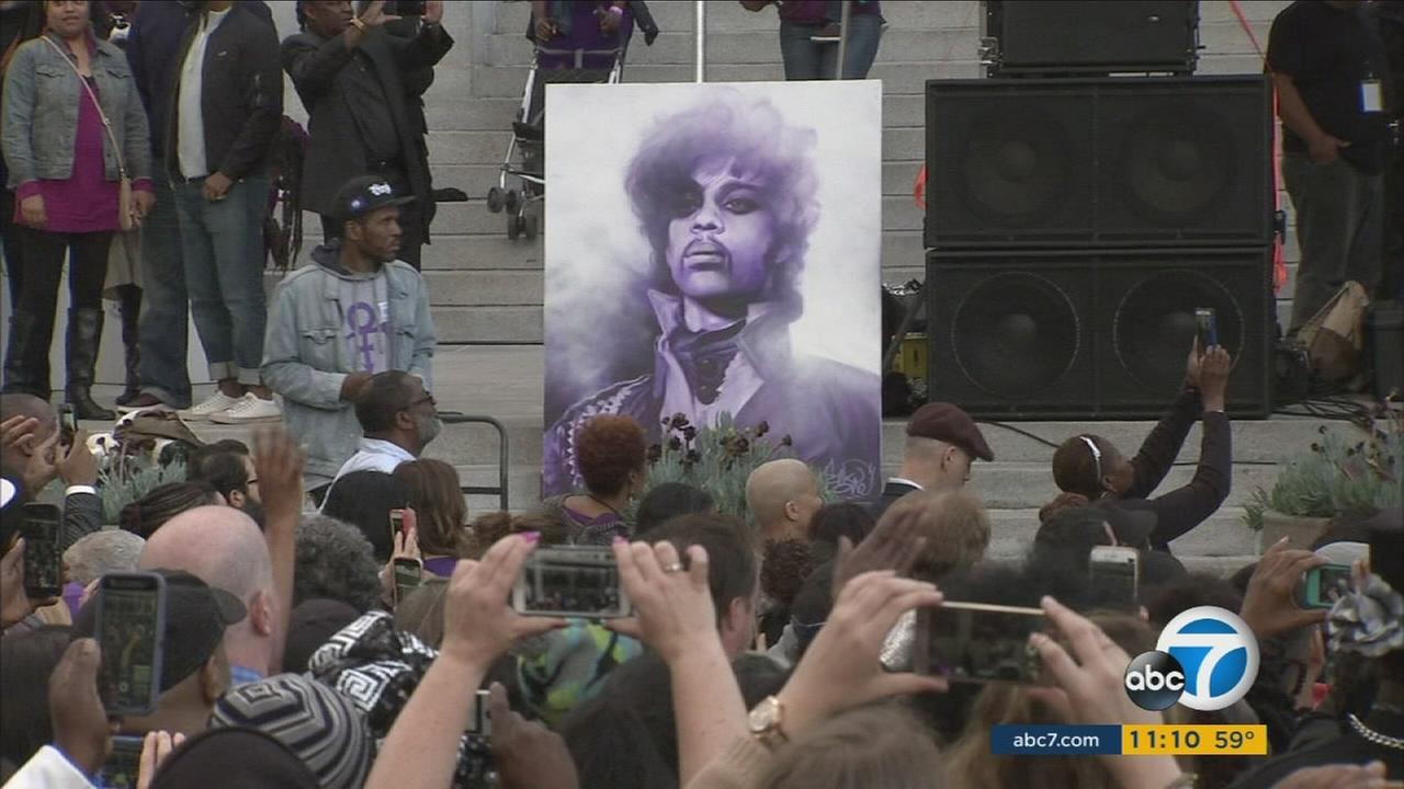 A public memorial service was held for Prince at Los Angeles City Hall, the primary location of the late music icons Diamonds and Pearls music video.