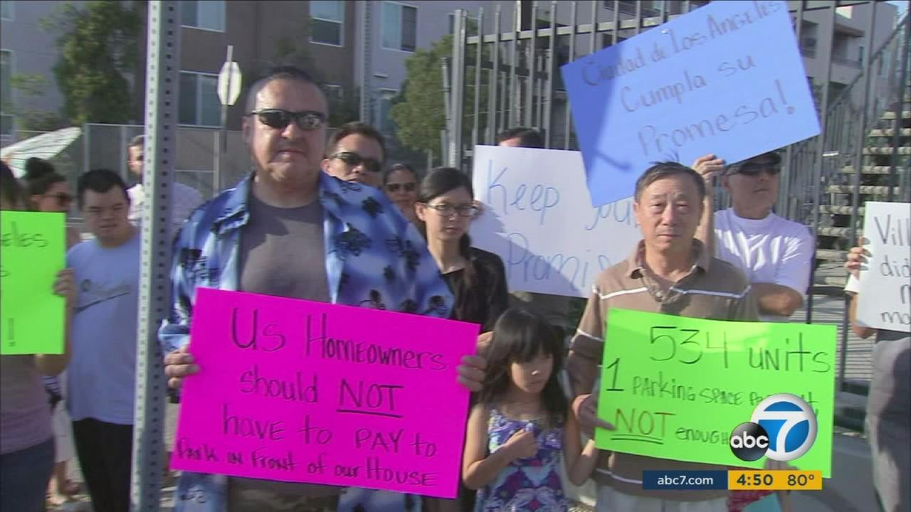 The residents of Lincoln Heights protested against the lack of sufficient street parking.