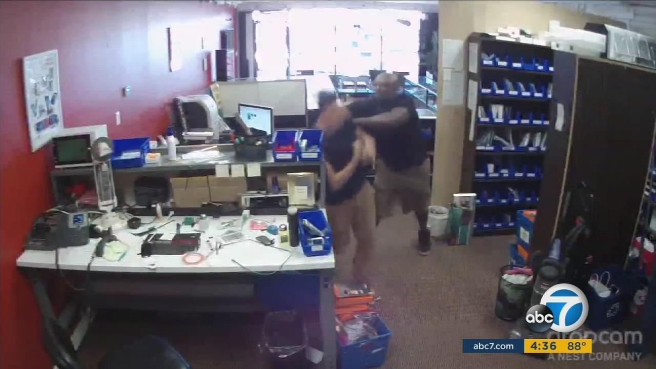 A customer who apparently really needed his phone back from a repair shop was caught on camera assaulting a store employee and stealing several phones before he was pepper-sprayed as he fled out the door.