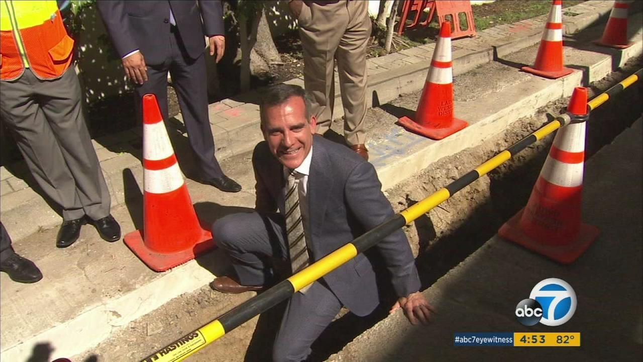 Mayor Garcetti along with the Los Angeles Department of Water and Power are moving forward with a plan to replace hundreds of miles of decades-old piping across the city.