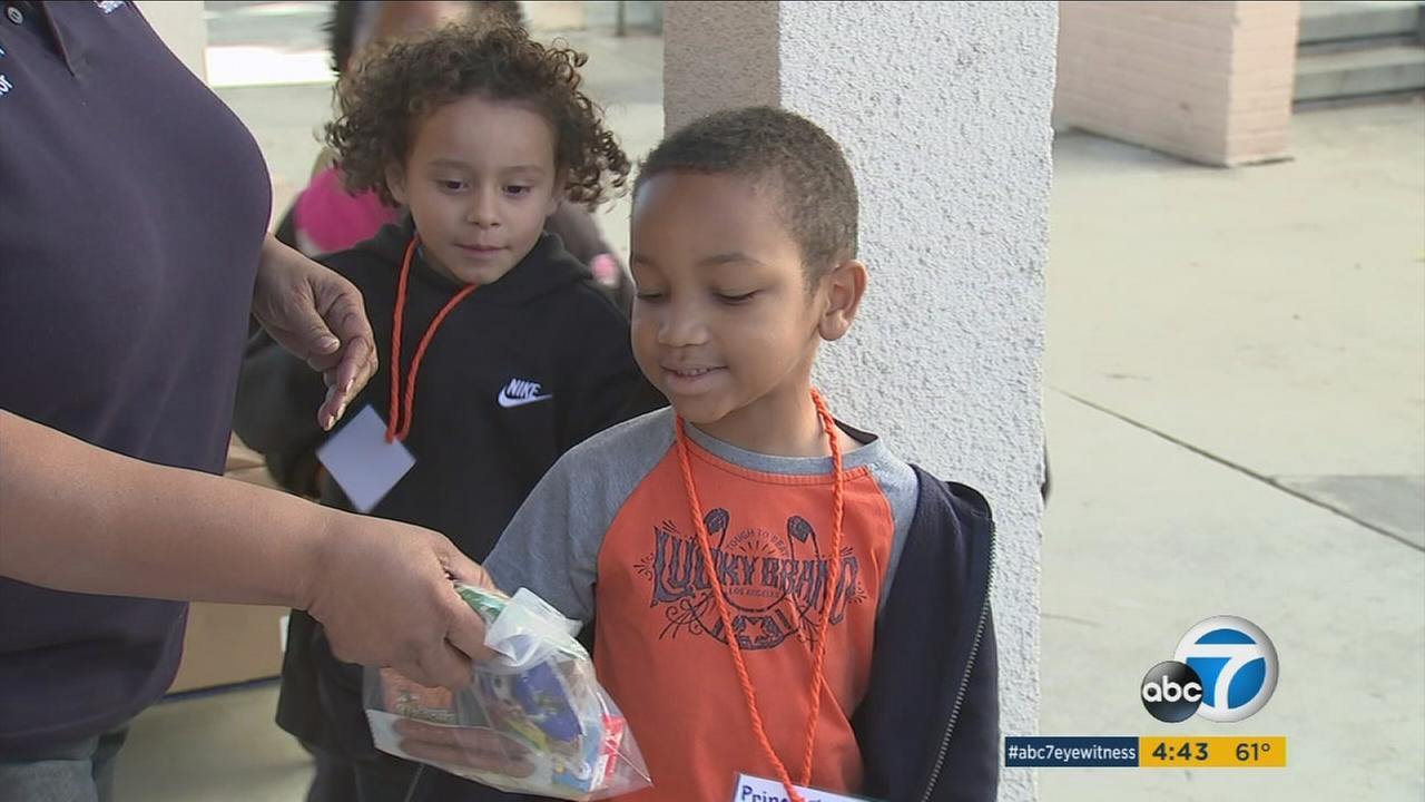 Blessing in a Backpack provides free weekend meals to students at Normandie Elementary School, where 99 percent live below the poverty line.