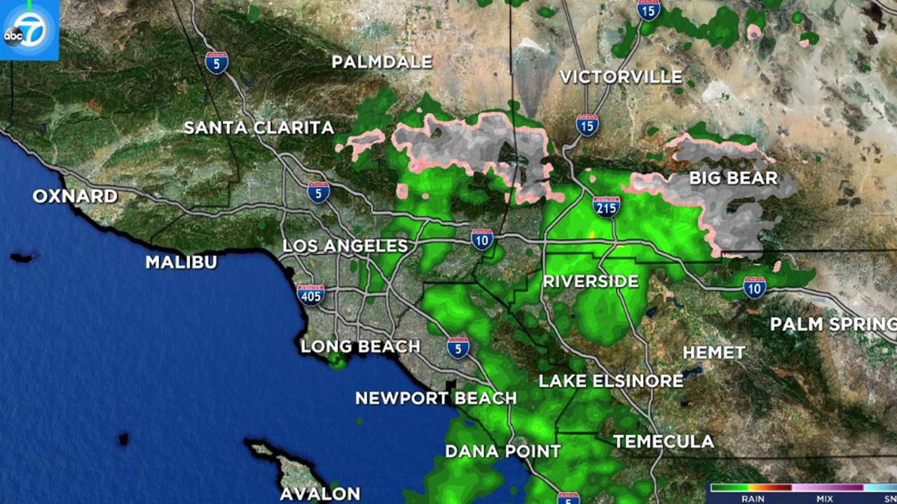 The LIVE Megadoppler 7000 HD shows scattered showers across the Southland and snow in the mountain areas on Thursday, Jan. 19, 2017.