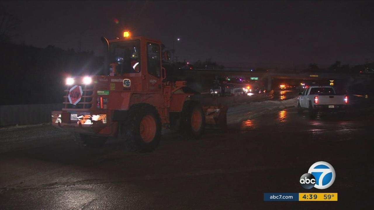 Crews clean mudslide as 5 Fwy reopens in Sun Valley