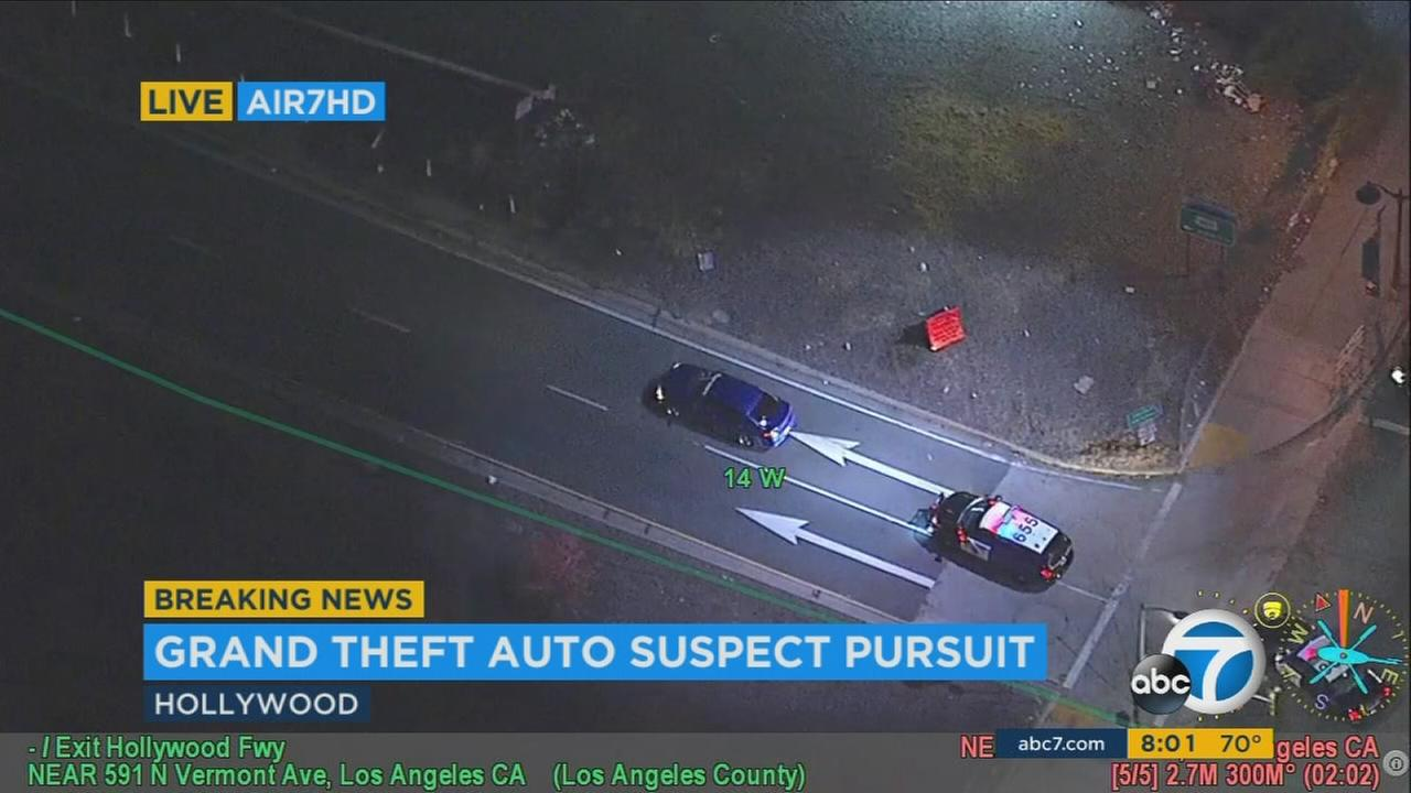 LAPD chase stolen car on 101 Freeway in San Fernando Valley