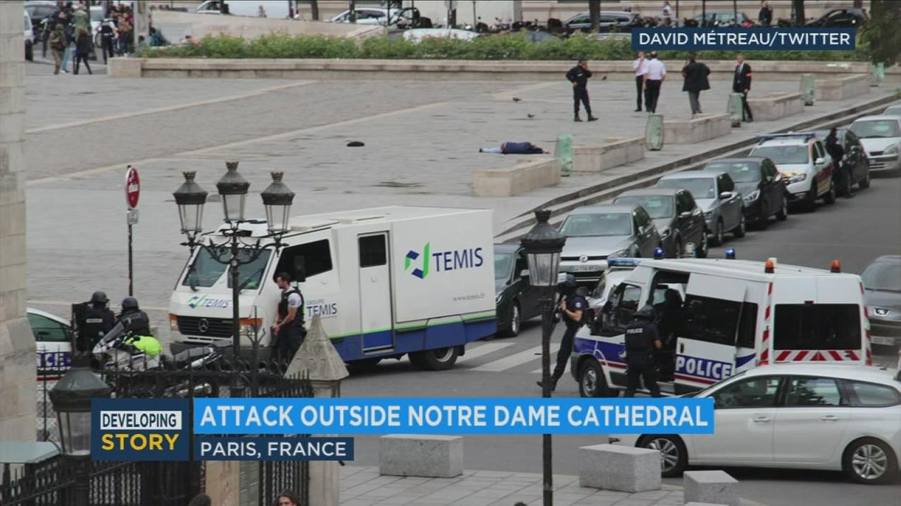 Paris police gather near Notre Dame after authorities said a man attacked an officer with a hammer. (Photo: David Metreau/Twitter)