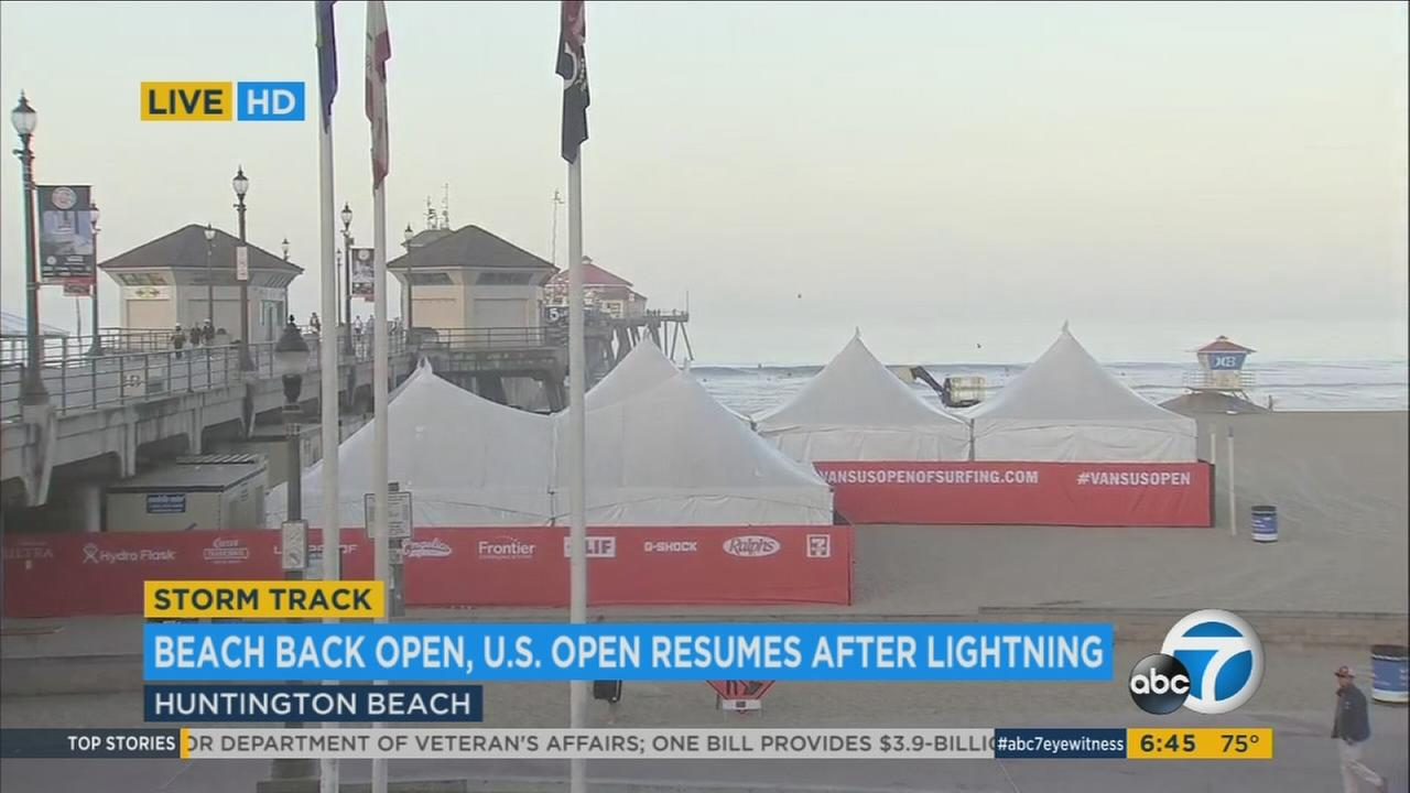 The Vans U.S. Open of Surfing resumed in Huntington Beach on Wednesday, Aug. 2, 2017, the day after lightning strikes prompted the evacuation of the beach.