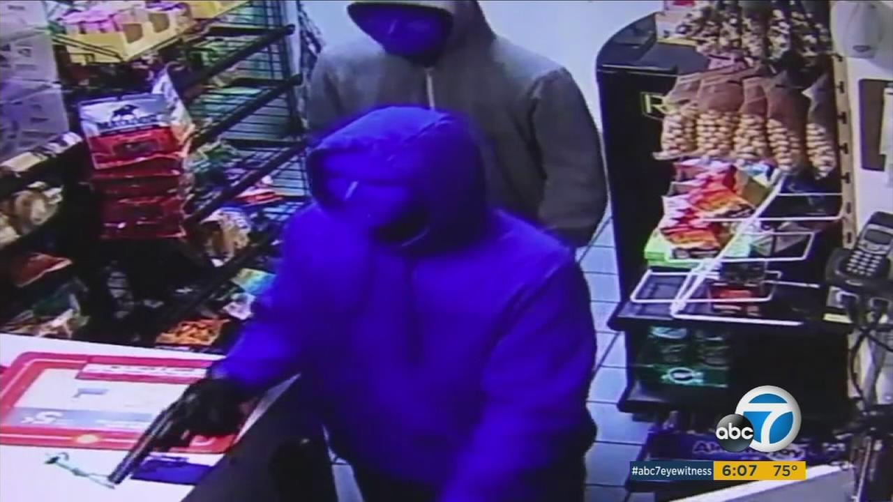 Two suspects wearing masks and armed with a gun rush into a Sunland Shell gas station on Saturday, Aug. 26, 2017.