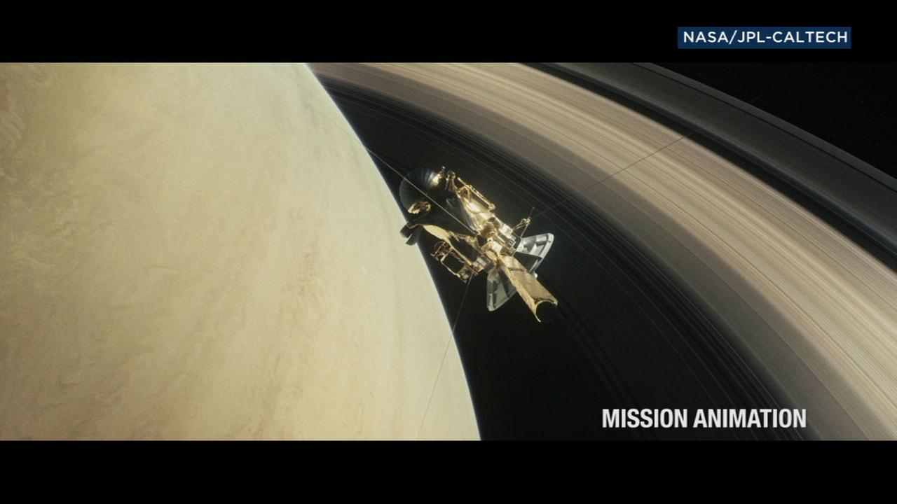 An animation of the NASA spacecraft Cassini on its mission in Saturn.